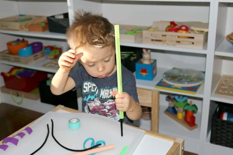 Un mec expérimenté enseigne sur les jouets à une rousse curieuse - Un mec amusant baise son frère et-8465