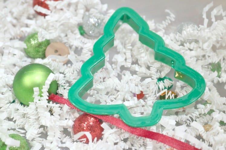 Quick + Easy $5 Christmas Sensory Activity for Little Kids