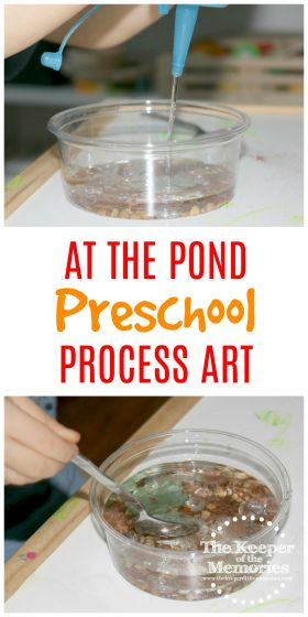If you're looking for quick & easy activities for your next preschool pond theme, then look no further. Here's a definite winner! Make your own Preschool Pond Theme Pond Life Invitation to Create Process Art Experience. Your little kids will love it!