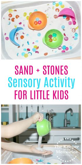 Loving this quick + easy beach sensory activity for our preschool ocean theme! Check it out! #ocean #preschool #beach