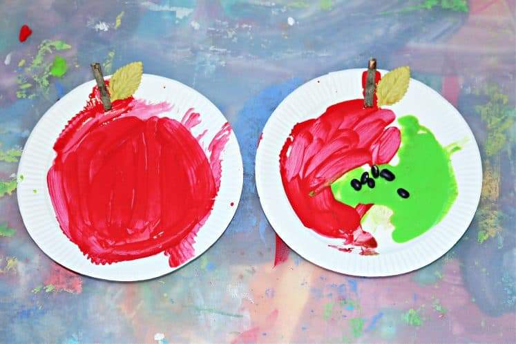 preschooler's paper plate apple crafts on plastic tray